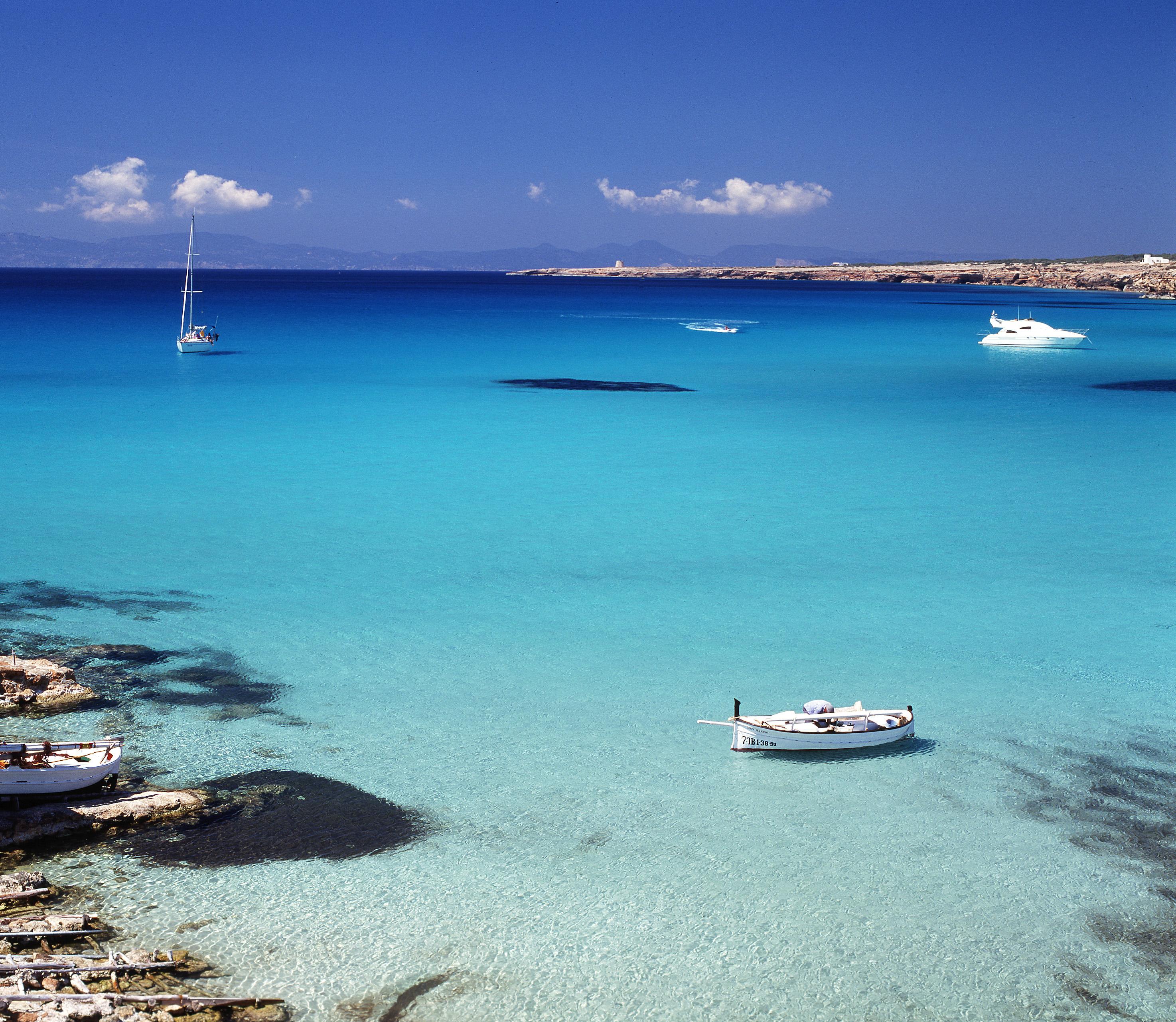 La piccola isola di Espalmador, Formentera  The World is Mine