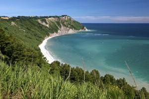 italy-marche-portonovo-beach-174175898