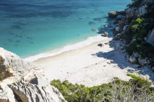italy-sardinia_calafuili-beach-495341187